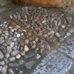 pavimento in ciottoli