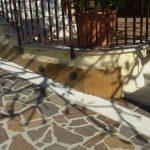 Come pulire pavimenti esterni ruvidi